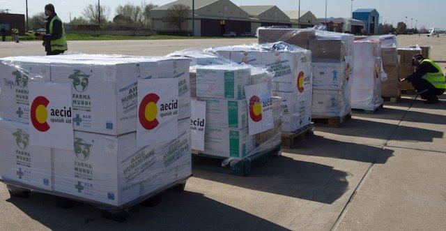 Archivo - Envío de material sanitario a Bolivia por parte de AECID