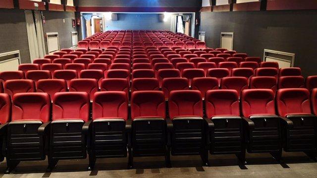Archivo - Butacas de cine de la Casa de Cultura de Laredo