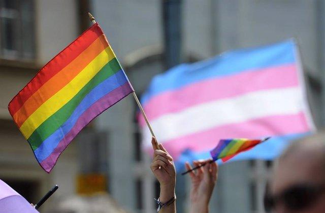 Archivo - Bandera gay contra homofobia diversidad sexual