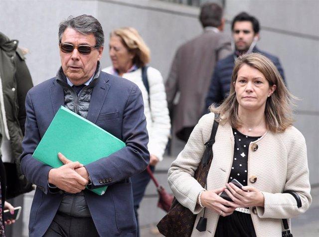 Archivo - El expresidente madrileño Ignacio González sale de la Audiencia Nacional tras testificar el primero en relación a la presunta financiación ilegal del PP en el caso Púnica, en Madrid (España), a 17 de octubre de 2019.