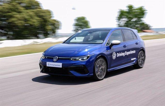 Archivo - Cursos de conducción de Volkswagen.