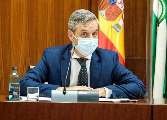 El consejero de Hacienda, Juan Bravo, este martes durante su comparecencia parlamentaria en comisión.
