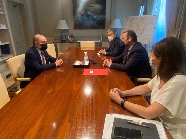 El presidente de Aragón, Javier Lambán, se ha reunido con el ministro José Luis Ábalos