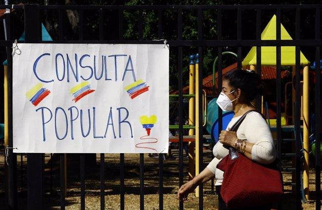 Archivo - Consulta popular organizada por la oposición en Venezuela