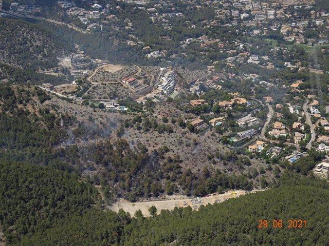 Controlado el incendio del Coll de Sa Creu tras quemar 5,7 hectáreas de pinar.