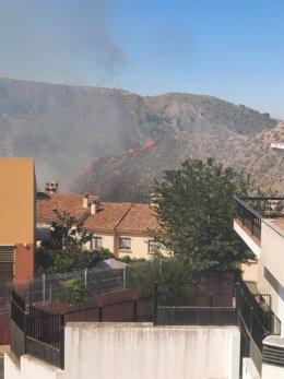 Primeras imágenes del incendio declarado esta mañana en Cenes de la Vega y que ya ha quedado controlado por el Infoca.