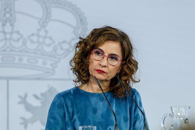 La portaveu del Govern i ministra d'Hisenda, Maria Jesús Montero, ofereix una roda de premsa posterior a la reunió mantinguda pel president del Govern, Pedro Sánchez, i el de la Generalitat catalana, Pere Aragonès, a 29 de juny de 2021.