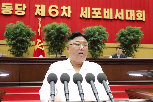 Archivo - HANDOUT - 07 April 2021, North Korea, Pyongyang: A picture provided by the North Korean state news agency (KCNA) on 07 April 2021 shows, North Korean Leader Kim Jong-un speaking during the opening of the 6th Conference of Cell Secretaries of the