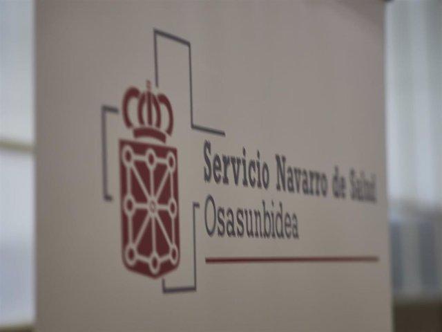 Archivo - Cartel anunciador del servicio navarro de salud en el Antiguo colegio de Maristas, a 10 de abril de 2021, en Pamplona, Navarra (España)