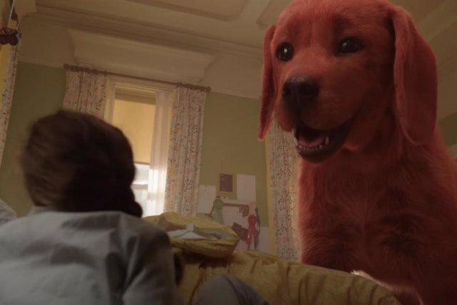 Entrañable tráiler de Clifford, el gran perro rojo: La aventura canina salta al cine