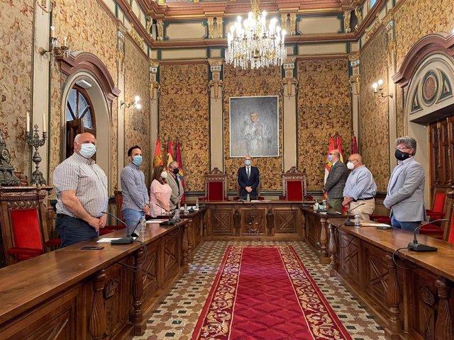 Minuto de silencio en el pleno de la Diputación de Salamanca.