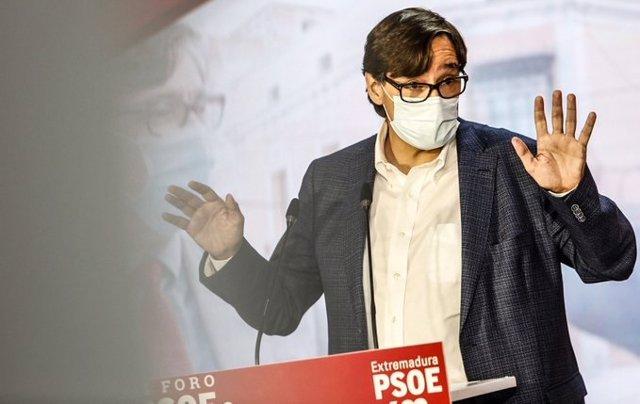 El líder del PSC en el Parlament, Salvador Illa, en un acto del PSOE en Mérida en una imagen de archivo.