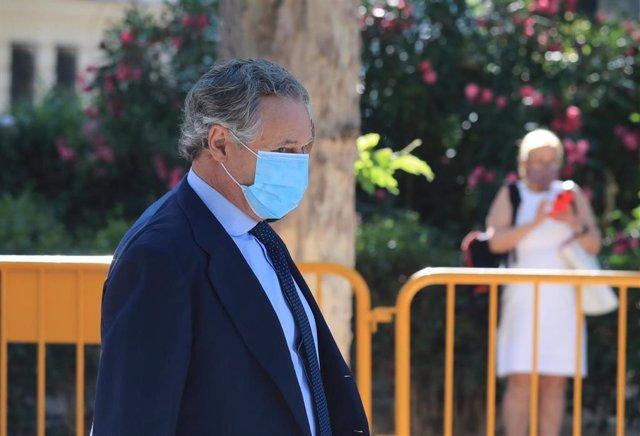 El empresario y marido de la ex secretaria general del PP María Dolores de Cospedal, Ignacio López del Hierro, a su llegada a la Audiencia Nacional