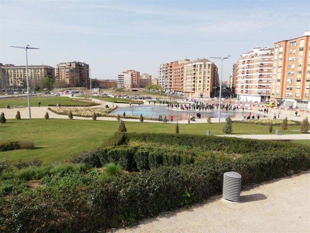Archivo - Ampliación del Parque Felipe VI de Logroño, con el estanque lúdico al fondo.