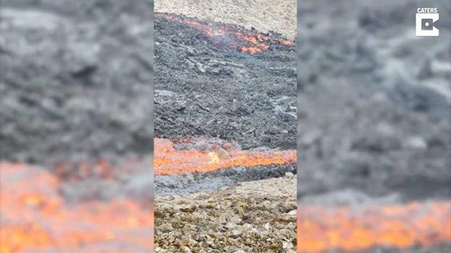 Esto es lo que le pasa a una roca cuando entra en contacto con una corriente de lava