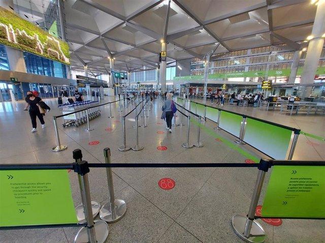 Archivo - Aeropuerto de Málaga-Costa del Sol con medidas contra la COVID-19