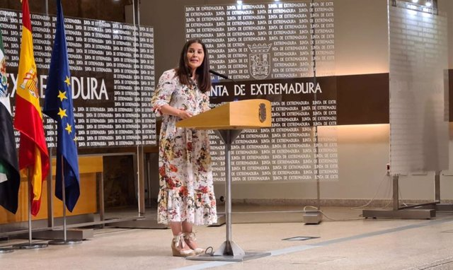 La consejera de Igualdad y portavoz de la Junta, Isabel Gil Rosiña, en rueda de prensa