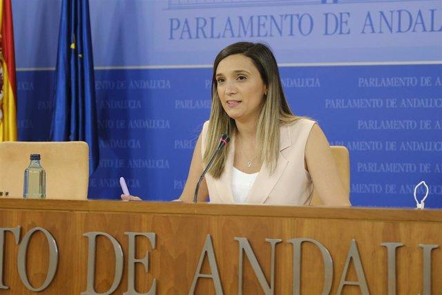 Archivo - La portavoz adjunta del Grupo Socialista, María Márquez, en rueda de prensa en el Parlamento andaluz.