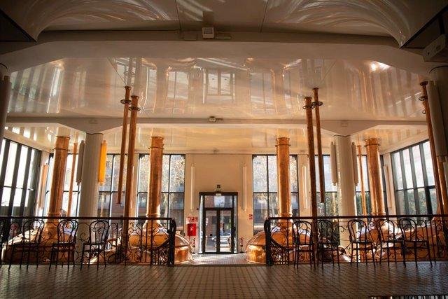 Archivo - El interior de la Antiga Fábrica Damm, en Barcelona, Catalunya (España), a 16 de diciembre de 2020. Este martes la Antiga Fábrica Damm ha acogido la presentación de los XIII Premis Gaudí.