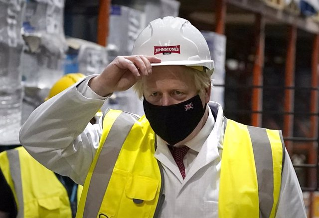 28 June 2021, United Kingdom, Batley: UK Prime Minister Boris Johnson visits a factory while campaigning in the constituency ahead of the Batley and Spen by-election later this week. Photo: Peter Byrne/PA Wire/dpa