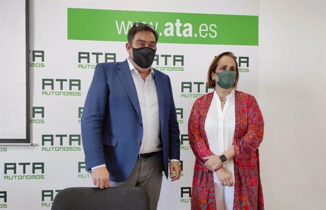 Rafael Amor y Blanca Torrente en la sede de ATA en Córdoba.