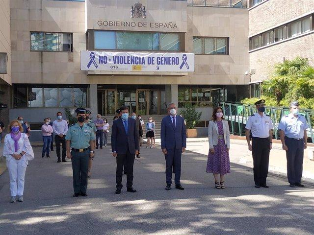 Concentración de condena ante la Delegación del Gobierno por la última muerte de una mujer en CyL por violencia machista.