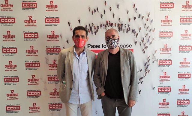 El secretario general de CCOO en Castilla y León, Vicente Andrés, (i) con el secretario confederal del sindicato, Unai Sordo (d).