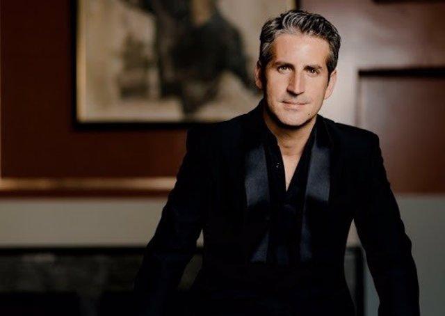El maestro Lucas Macías, director artístico de la Orquesta Ciudad de Granada y director titular de la Oviedo Filarmonía.