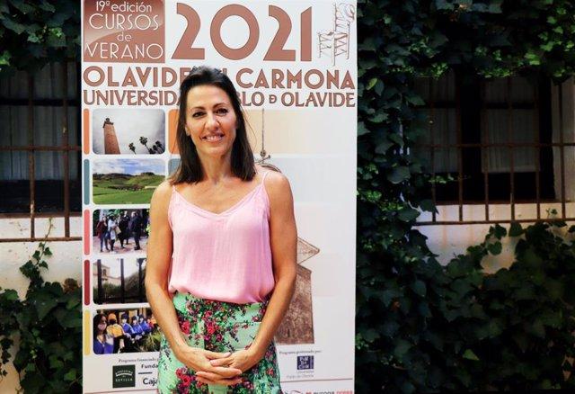 La presentadora del informativo de fin de semana de Telecinco, Ángeles Blanco, en la celebración de los cursos de verano de la UPO en Carmona