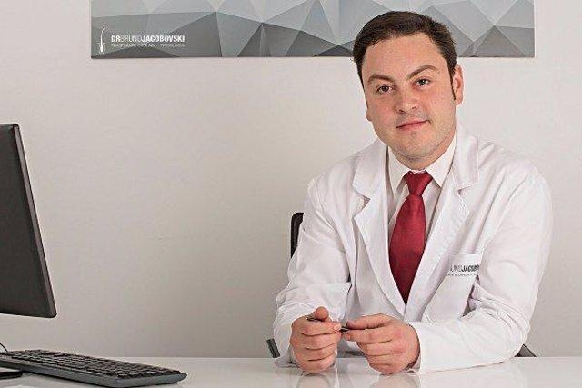 Dr. Bruno Jacobovski entre los mejores médicos capilares