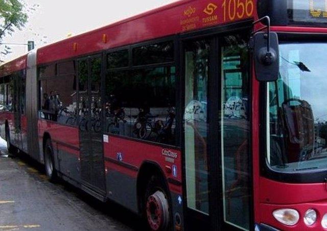 Archivo - Un autobús de Tussam