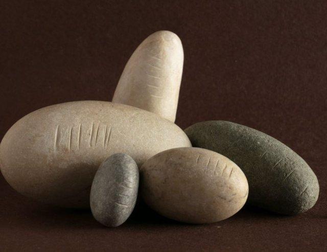 Las pesas de piedra con marcas de peso de la Edad del Bronce indican el asentamiento de Arslantepe (Malatya, Turquía).