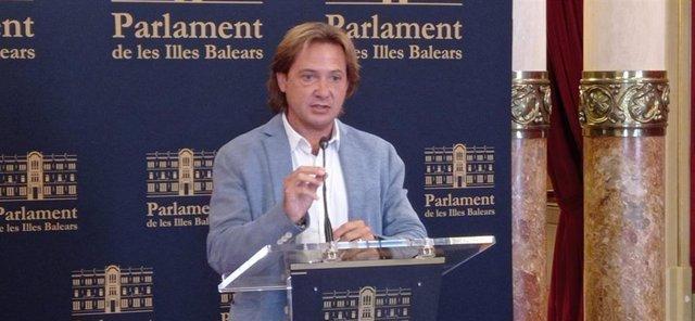 El portavoz de Vox en el Parlamente, Jorge Campos.