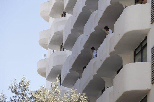 Estudiantes aislados en el Hotel Palma Bellver.