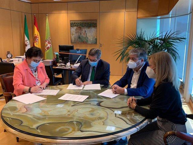 Firma de un convenio entre el Consultivo de Andalucía y el Cemci, en la Diputación de Granada