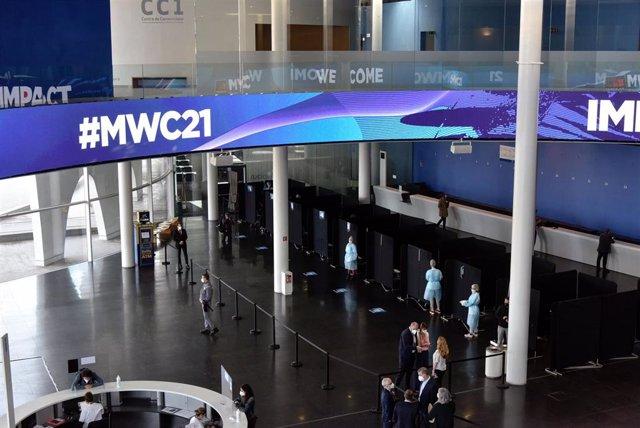 Archivo - Vista general de la Fira de Barcelona, con los preparativos para la celebración del Mobile World Congress (MWC) 2021, a 20 de mayo de 2021, en Barcelona, Catalunya (España). Este jueves, durante un encuentro con los medios, representantes de la