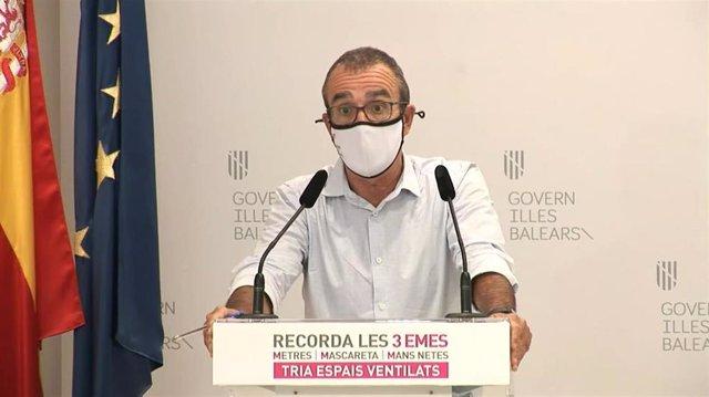 Archivo - El vicepresidente del Govern balear, Juan Pedro Yllanes, en la rueda de prensa tras conocerse la decisión del Juzgado de tumbar el confinamiento forzoso de los jóvenes del 'macrobrote' que no hayan dado positivo en COVID.
