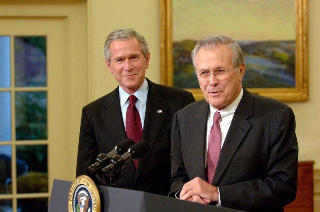 El exsecretario de Defensa Donald Rumsfeld y el expresidente de EEUU, George W. Bush.