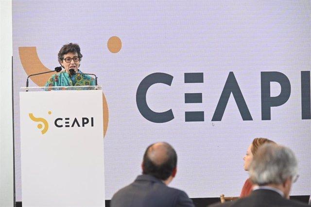 La ministra de Asuntos Exteriores ha presidido la Cena de la Asamblea Anual de Socios de CEAPI, celebrada este miércoles 30 de noviembre en el Real Casino de Madrid.