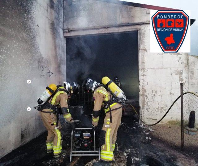 Fotografías del incendio facilitadas por bomberos CEIS
