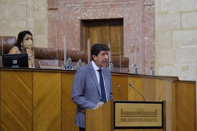 El vicepresidente de la Junta y consejero de Turismo, Juan Marín, en una imagen de 10 de junio en el Pleno del Parlamento.
