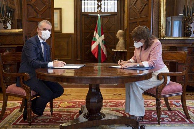 El lehendakari Iñigo Urkullu y la máxima responsable de la Secretaría General Iberoamericana-SEGIB, Rebeca Grynspan, han mantenido este jueves un encuentro en el Palacio de Ajuria Enea, en Vitoria
