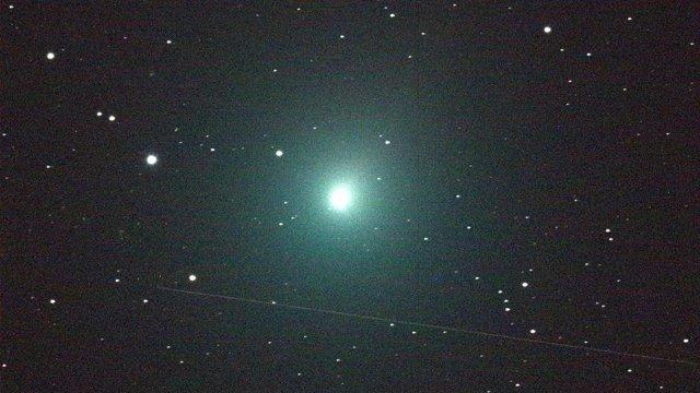 El cometa 46P / Wirtanen hizo su aproximación más cercana a la Tierra el 16 de diciembre de 2018. Debido a las fechas festivas y el brillo verde brillante, el visitante helado fue apodado el 'Cometa de Navidad'.