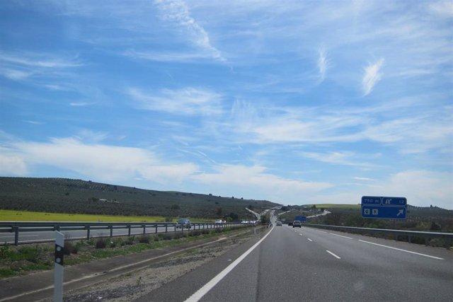 Archivo - Autovía A-4 a su paso por la provincia de Jaén.