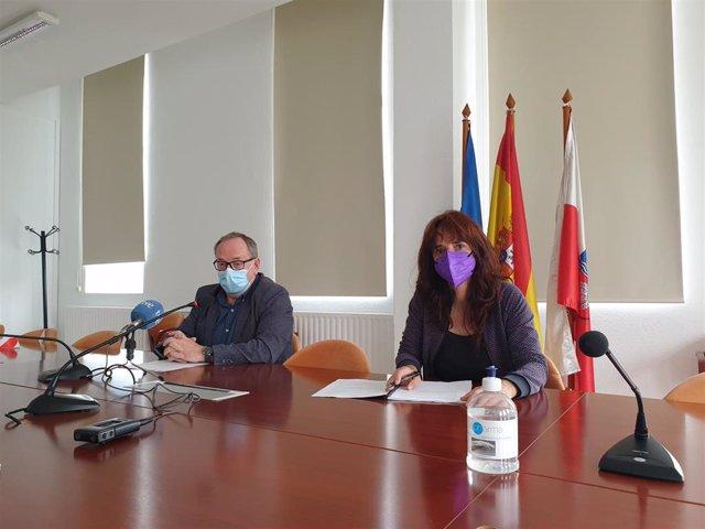 El presidente del Consejo Escolar de Cantabria, Eduardo Ortiz, y la presidenta de la Comisión de Igualdad del Consejo, Miriam Gómez