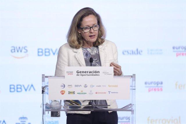 La vicepresidenta segona i ministra d'Afers Econòmics i Transformació Digital, Nadia Calviño, en l'acte del projecto 'Generació d'oportunitats', a 1 de juliol de 2021, a l'Auditori El Beatriz, Madrid (Espanya)
