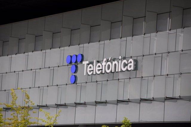 Archivo - Edificio de la sede de Telefónica, a 27 de abril de 2021, en Madrid, (España).