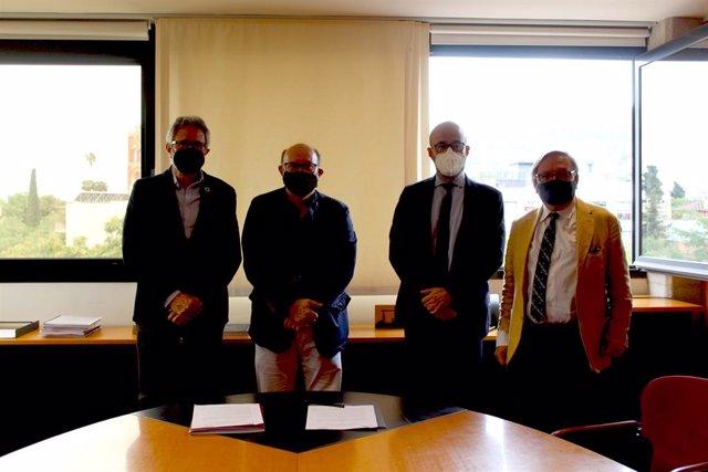 De izquierda a derecha, el presidente del CSC, Manel Ferré, el rector de UIC Barcelona, Xavier Gil, el director general del CSC, José Augusto García y el director de UIC Barcelona School of Architecture, Josep Lluis i Ginovart.