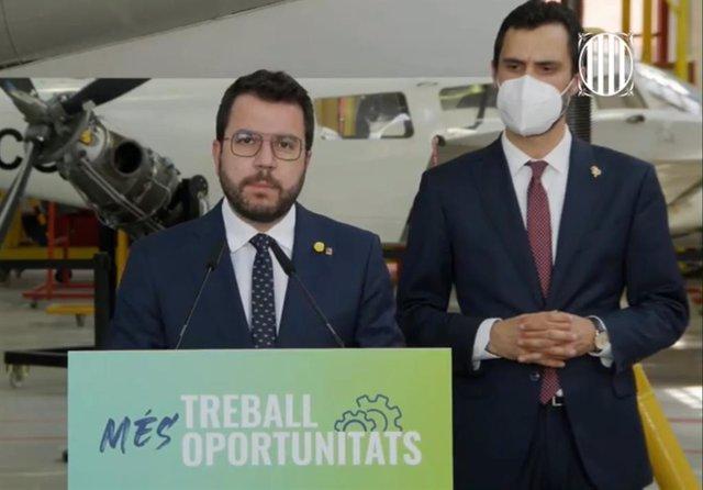 El president de la Generalitat, Pere Aragonès, i el conseller d'Empresa i Treball, Roger Torrent, aquest dijous la conferència de premsa