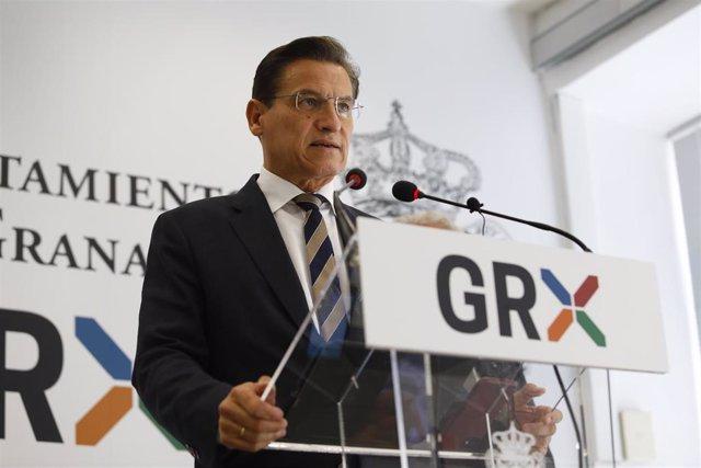Luis Salvador (Cs) en la rueda de prensa en la que ha anunciado su renuncia como alcalde de Granada.